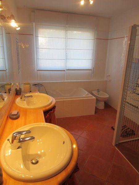 salle de bain 1 Location Villa 101058 Barcelonnette