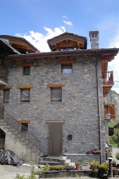 Vue extérieure de la location Location Appartement 104693 La Salle
