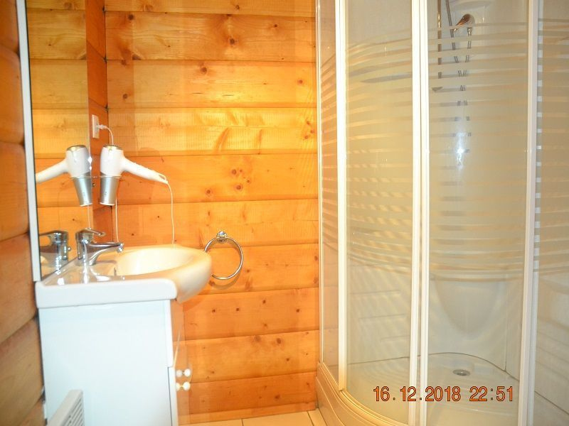 salle de bain 2 Location Chalet 113003 Mimizan