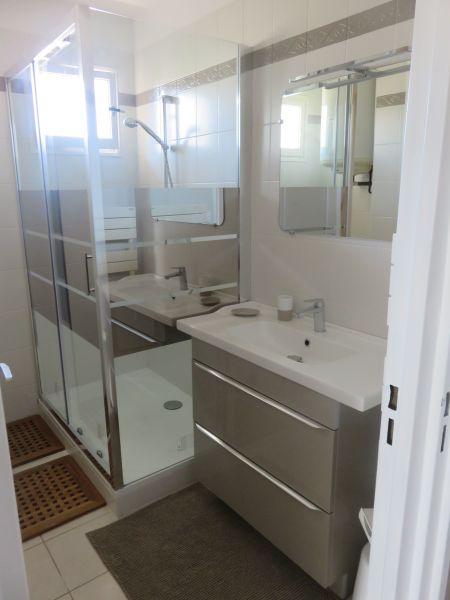 salle de bain Location Appartement 115064 Le Lavandou