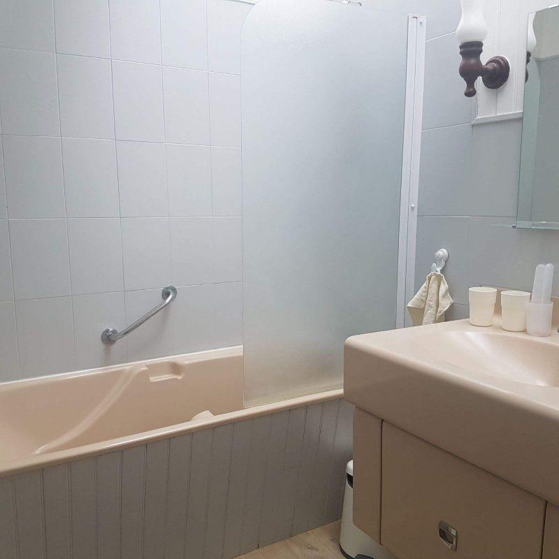 salle de bain Location Villa 115829 Baud