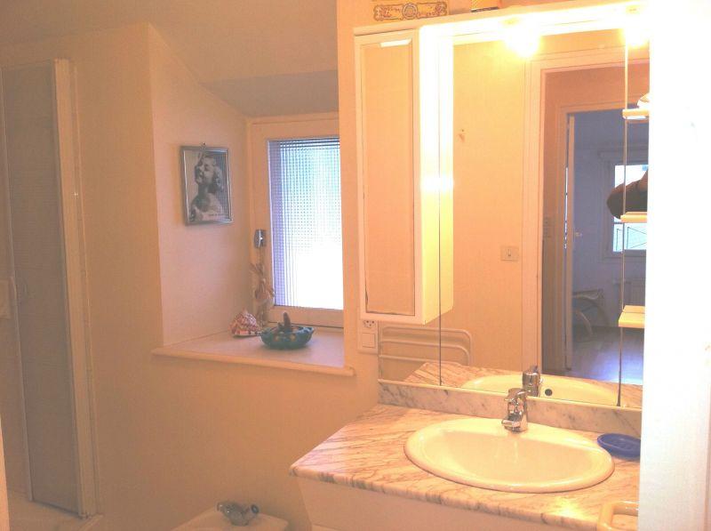 salle de bain 1 Location Maison 118169 Granville