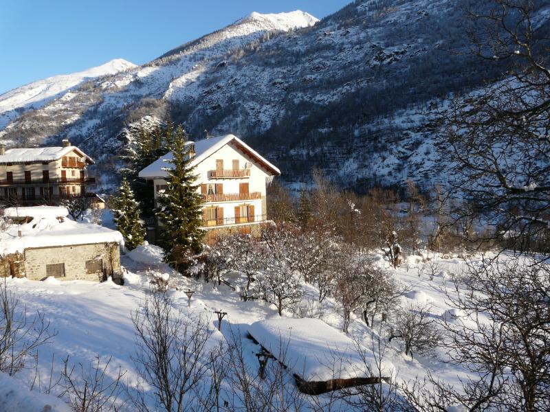Vue extérieure de la location Location Appartement 69139 Auron - Saint Etienne de Tinée