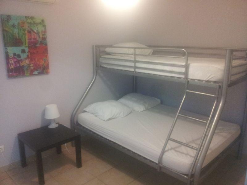 chambre 2 Location Appartement 69390 Hyères