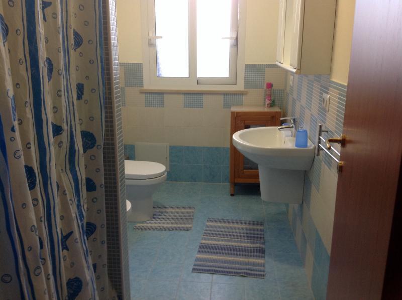 salle de bain 1 Location Appartement 70385 Noto