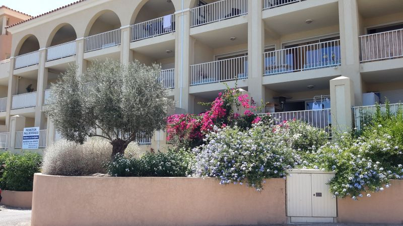 Vue extérieure de la location Location Appartement 114366 Ile Rousse