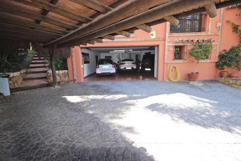 Parking Location Villa 118980 Marbella