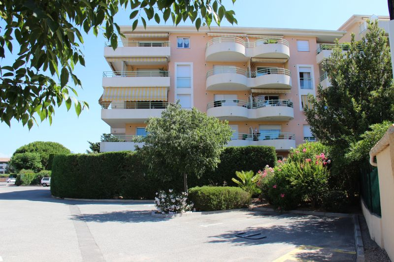 Vue extérieure de la location Location Appartement 90107 Fréjus
