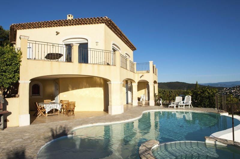 Vue extérieure de la location Location Villa 90962 Les Issambres