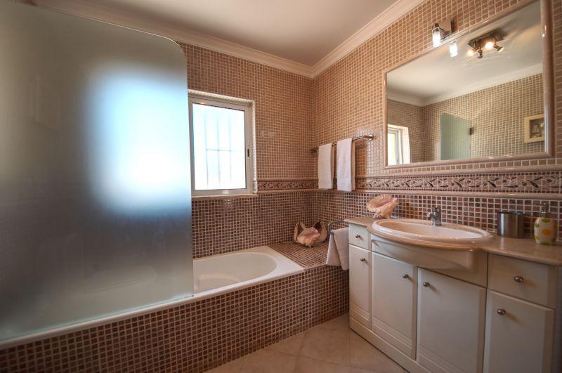 salle de bain 2 Location Maison 98350 Albufeira
