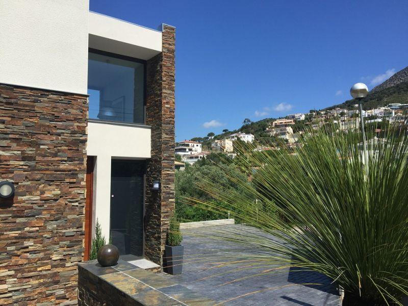 Parking Location Villa 102783 Rosas