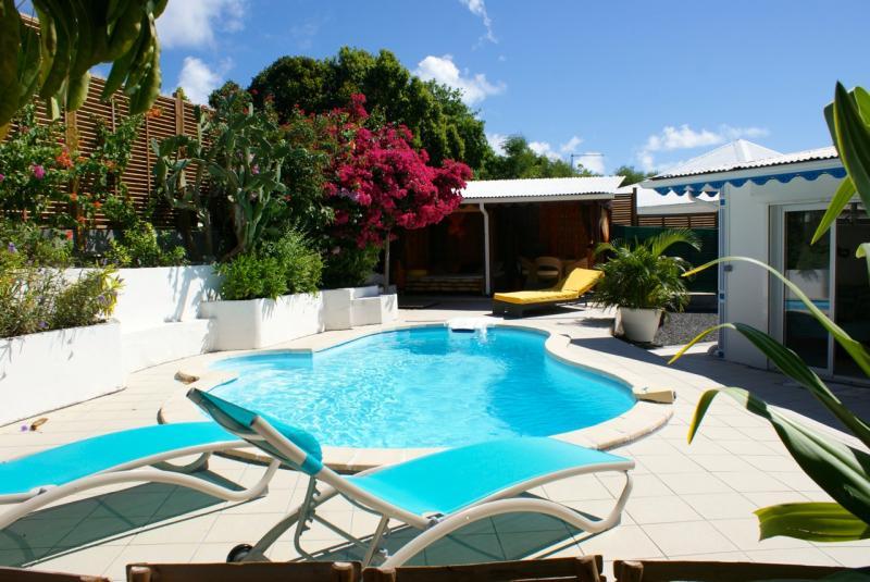 Vue extérieure de la location Location Villa 65357 Saint Francois