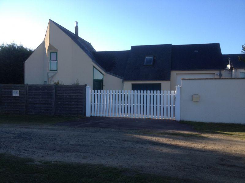 Vue extérieure de la location Location Maison 65952 Bréhal