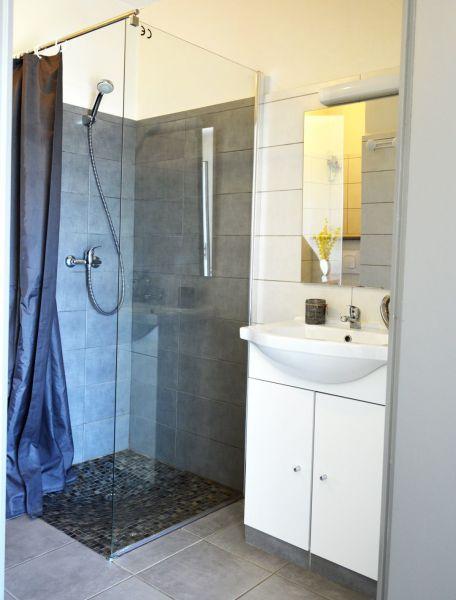Salle d'eau Location Maison 68208 Saint-Gilles-Croix-de-Vie