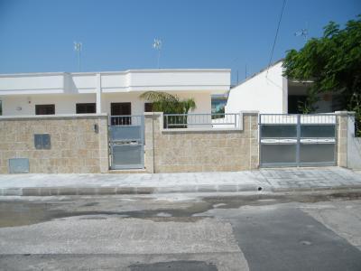 Vue extérieure de la location Location Villa 79005 Torre Specchia - Melendugno