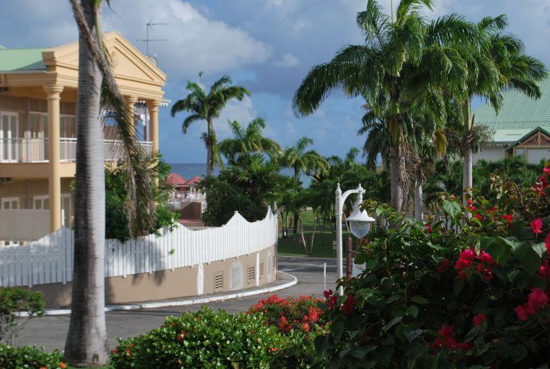 Vue extérieure de la location Location Appartement 90989 Saint Francois