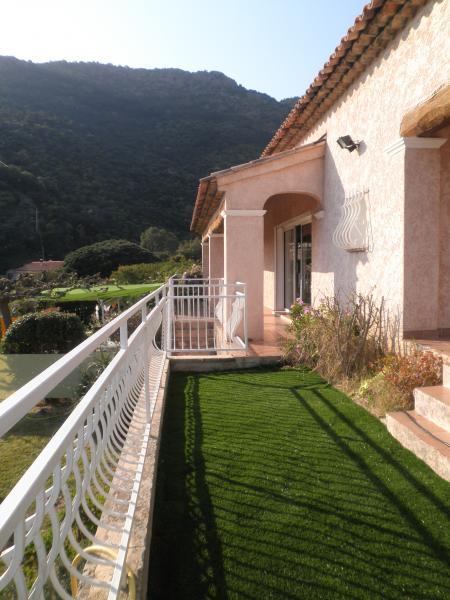 Vue extérieure de la location Location Villa 98753 Le Lavandou