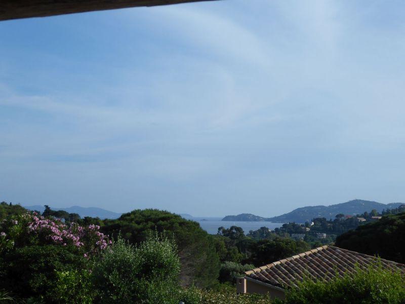 Vue à proximité Location Villa 98753 Le Lavandou
