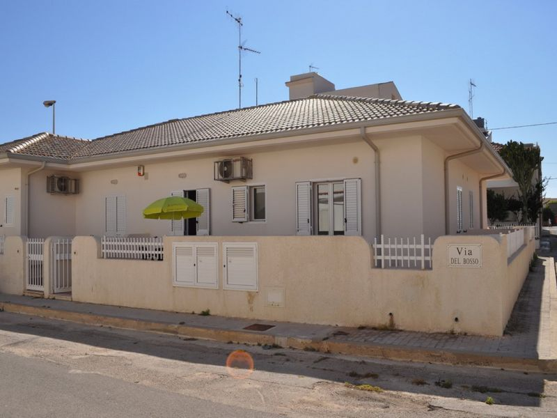 Vue extérieure de la location Location Appartement 100412 Marina di Ragusa