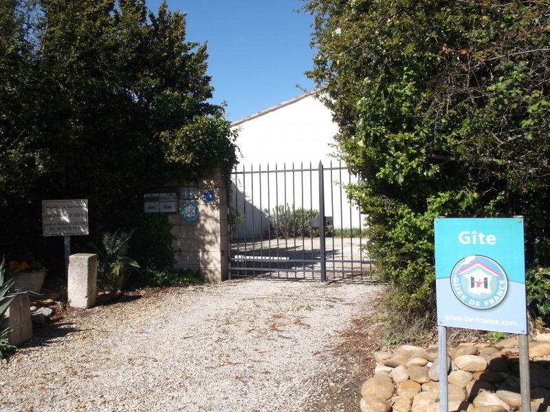 Entrée Location Gite 118685 Saint Rémy de Provence