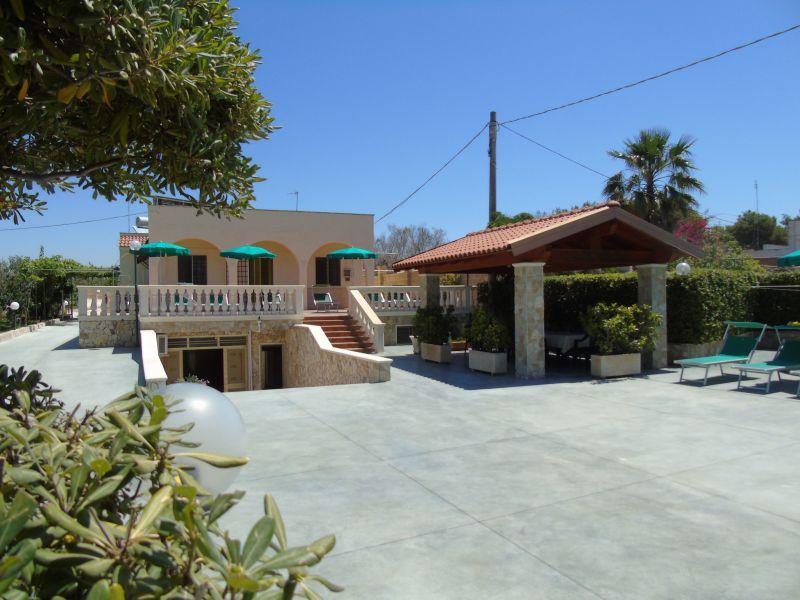 Vue extérieure de la location Location Maison troglodyte 69168 Gallipoli