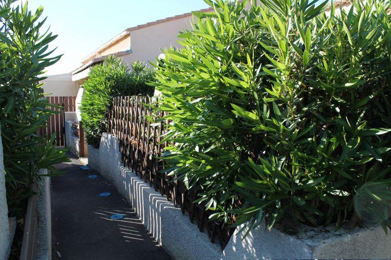 Vue extérieure de la location Location Villa 91911 Vias Plage