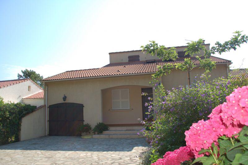 Vue extérieure de la location Location Villa 100799 Lucciana