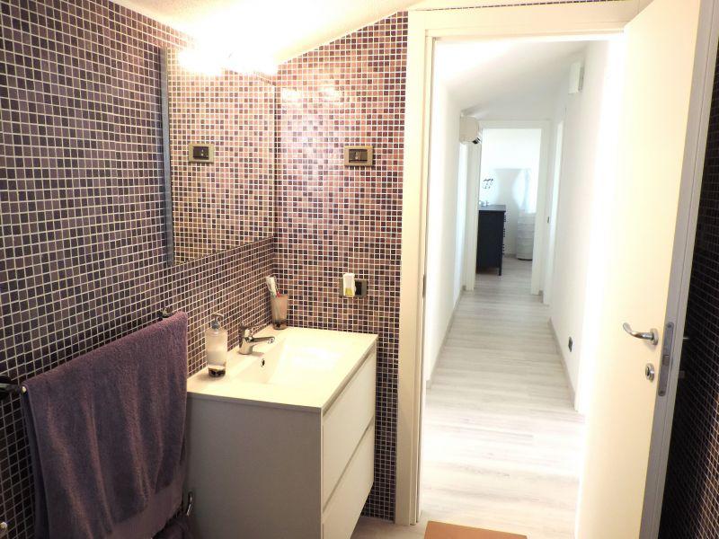 salle de bain 1 Location Appartement 103248 Marina di Ragusa