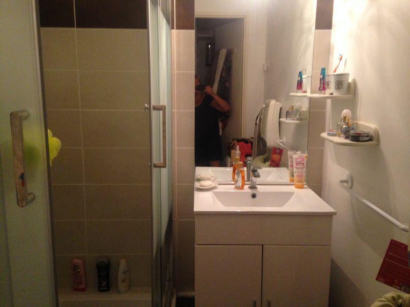 salle de bain Location Studio 105544 Fréjus