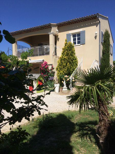 Vue extérieure de la location Location Maison 107325 Avignon