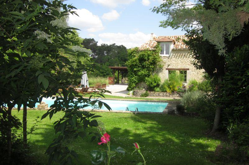 Vue extérieure de la location Location Gite 112030 Bergerac
