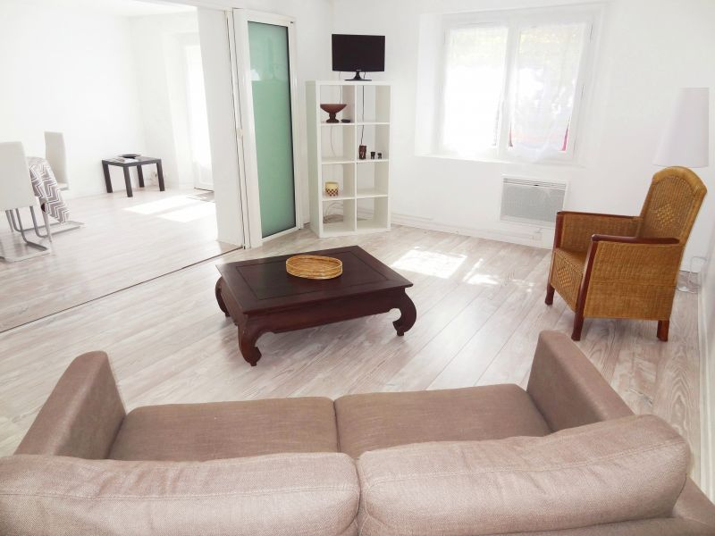 Salon Location Appartement 112710 Aix en Provence
