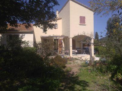 Vue extérieure de la location Location Villa 115101 Le Pradet