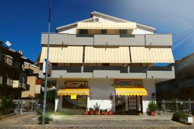 Vue extérieure de la location Location Appartement 81417 Silvi Marina