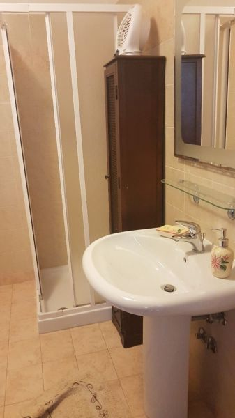salle de bain Location Maison 88602 Santa Cesarea Terme