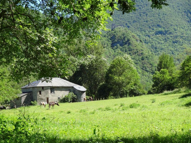 Vue extérieure de la location Location Gite 95886 Ussat les Bains