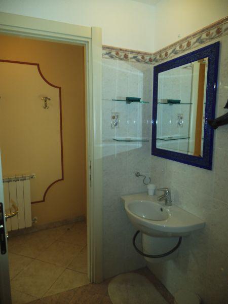 salle de bain 1 Location Appartement 107580 Bonassola