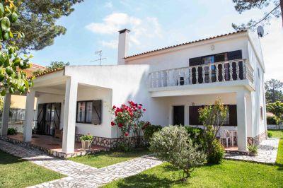 Vue ext�rieure de la location Location Villa 63940 Costa de Caparica