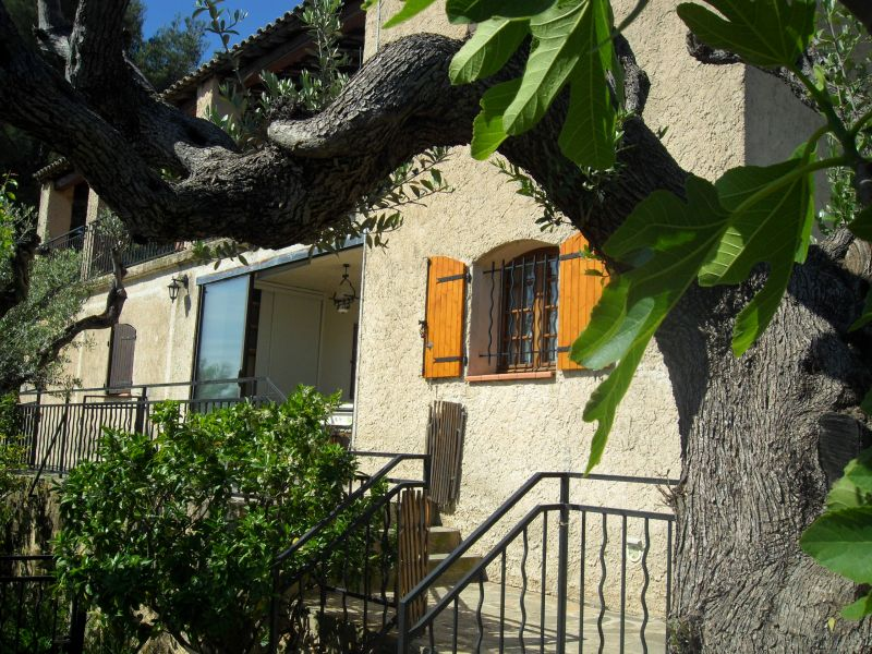 Entrée Location Appartement 75600 Toulon