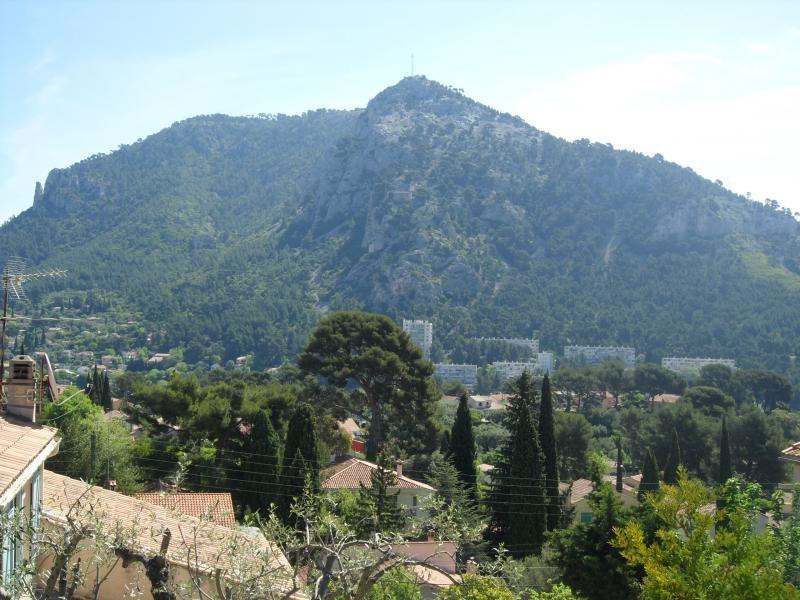 Vue de la terrasse Location Appartement 75600 Toulon