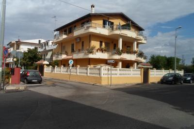 Vue extérieure de la location Location Appartement 81850 Isola di Capo Rizzuto
