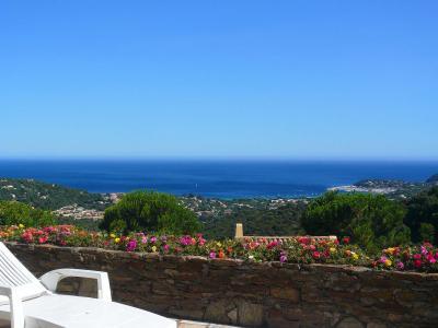Vue ext�rieure de la location Location Villa 91847 Cavalaire-sur-Mer
