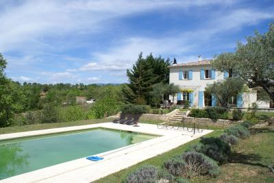 Vue ext�rieure de la location Location Villa 97637 Moustiers Sainte Marie