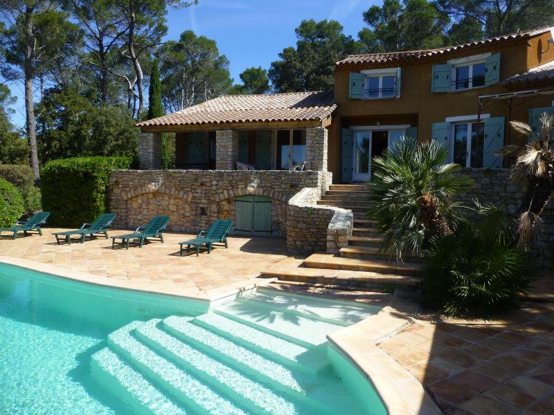 Vue extérieure de la location Location Villa 98166 Cotignac