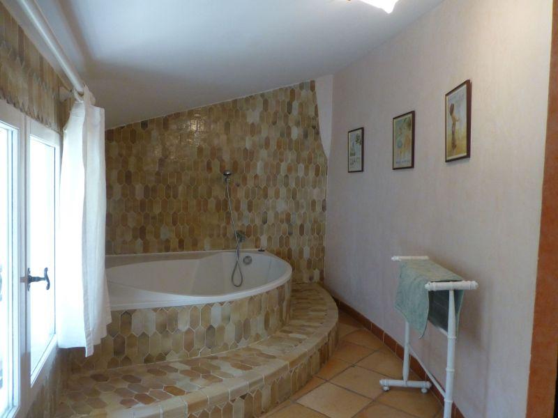 salle de bain 1 Location Villa 98166 Cotignac