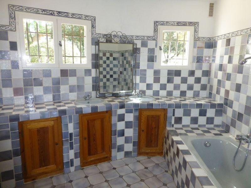 salle de bain 3 Location Villa 98166 Cotignac