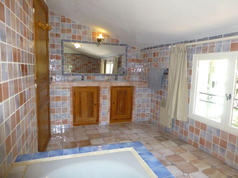 salle de bain 2 Location Villa 98166 Cotignac