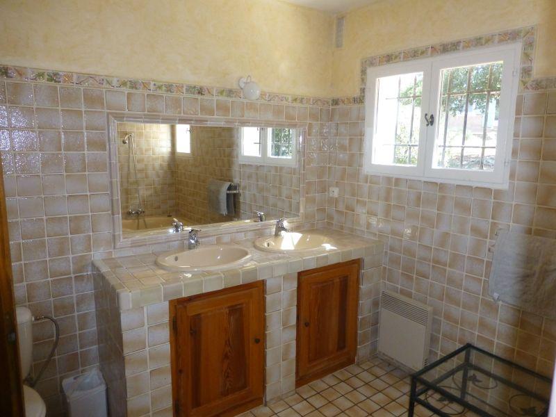 salle de bain 4 Location Villa 98166 Cotignac