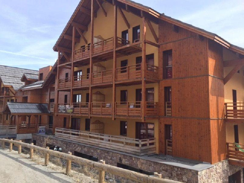 Vue extérieure de la location Location Appartement 101861 Risoul 1850