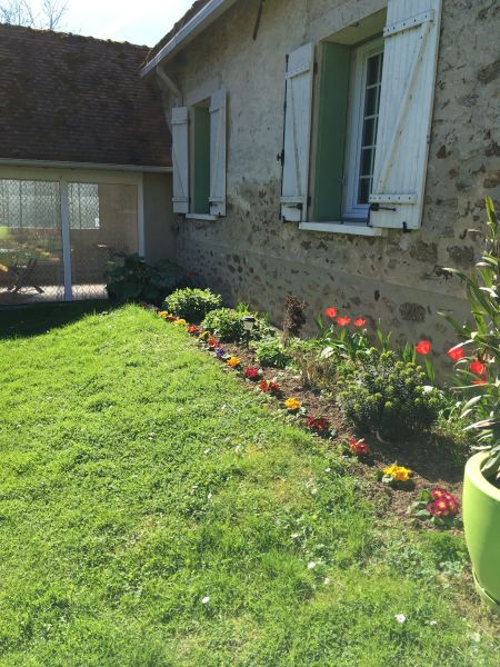 Vue extérieure de la location Location Gite 107157 Marne la Vallée